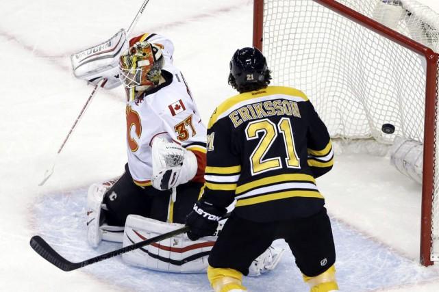 Patrice Bergeron a réussi son 24e but de la saison alors que les Bruins de... (PHOTO AP)