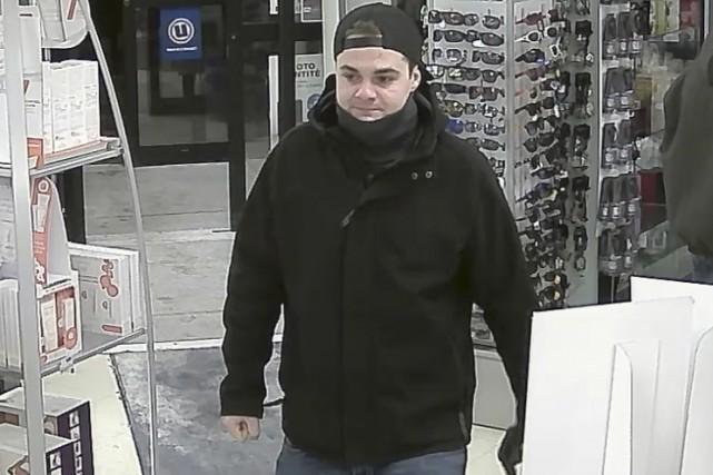 Le suspect s'est présenté à la pharmacie Uniprix... (Fournie par le Service de police de Granby)