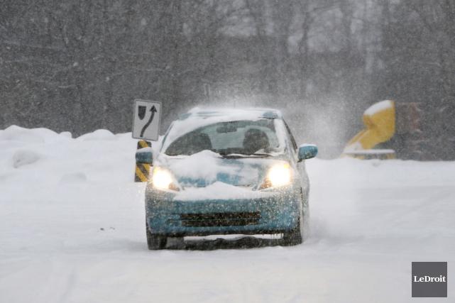 Les automobilistes devront faire preuve de prudence mercredi matin, alors qu'un... (Simon Séguin-Bertrand, archives LeDroit)