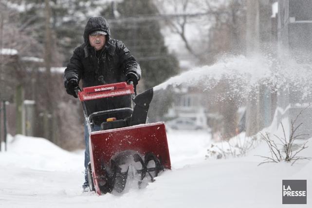 Dans la métropole, le blizzard devrait perdre en... (PHOTO ROBERT SKINNER, ARCHIVES LA PRESSE)