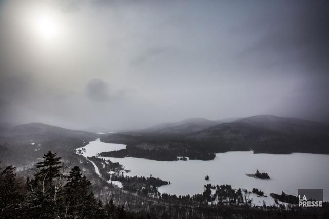 En raquette ou en ski de fond, le... (PHOTO OLIVIER PONTBRIAND, LA PRESSE)
