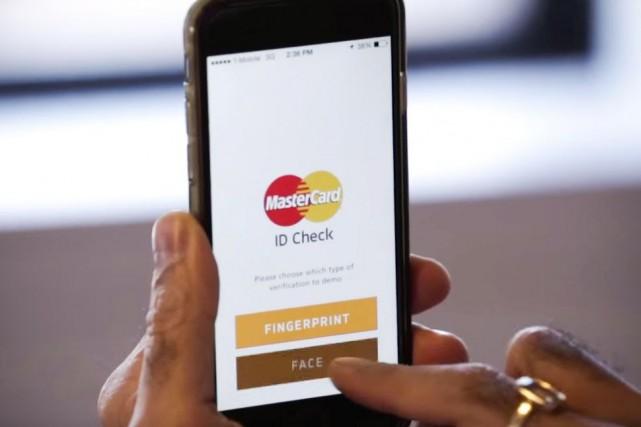 L'application Identity Check de MasterCard... (image tiree d'Une video de cnn money)