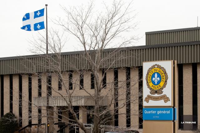 La Sûreté du Québec a ouvert une enquête à la suite de la découverte du corps... (Archives La Tribune, Jessica Garneau)