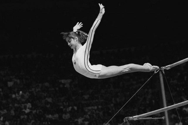 À l'été 1976, Nadia Comaneci charmait la planète... (PHOTO PAUL VATHIS, ARCHIVES AP)