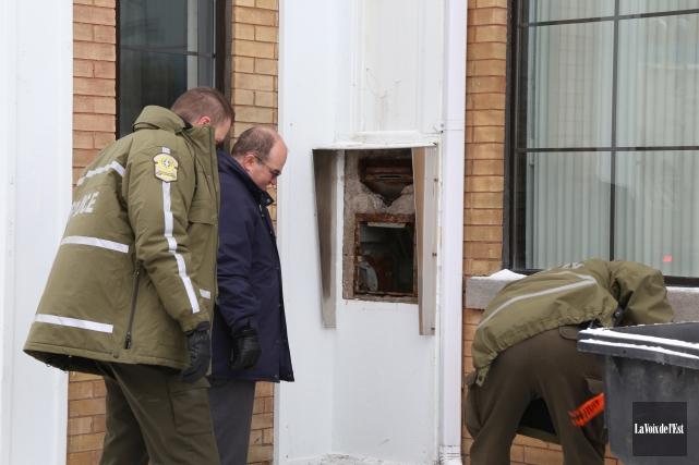 La Sûreté du Québec enquête sur un vol... (Janick Marois, La Voix de l'Est)