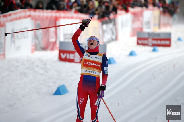 La Norvégienne Therese Johaugcélèbre en franchissant la ligne... (Photo Martin Chamberland, La Presse)