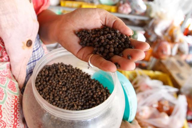 Le poivre de Kampot, considéré par certains chefs... (PHOTO AP)