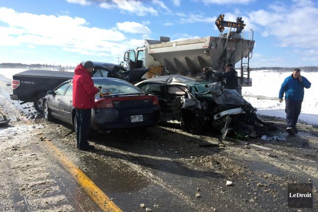 Un accident impliquant plusieurs véhicules a bloqué la circulation sur... (Etienne Morin, LeDroit)