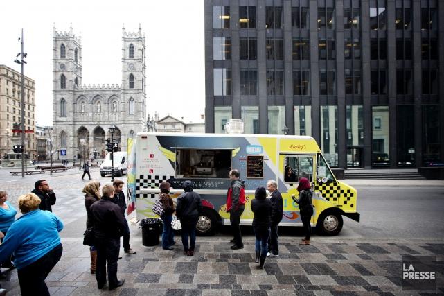 Régis Labeaume ferme à double tour le dossier des camions-restaurants dans les... (Archives La Presse, Marco Campanozzi)
