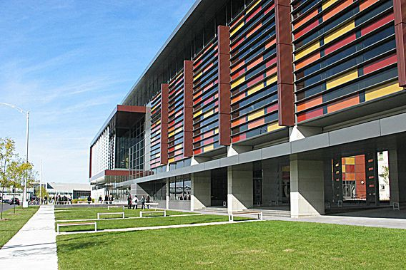 192 étudiants en pharmaciesont acceptés chaque annéeau programme... (Université Laval)