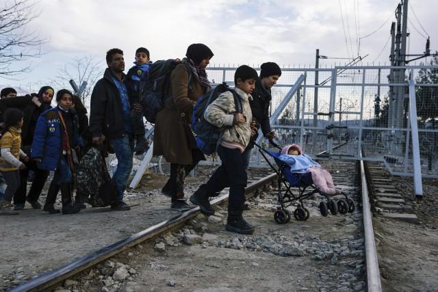 Mercredi, 300 réfugiés ont pu franchir la frontière... (AFP, Dimitar Dilkoff)