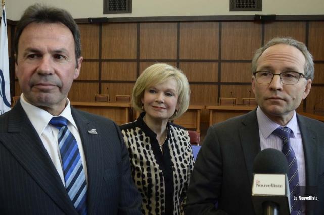Le ministre Martin Coiteux en compagnie du maire... (Sylvain Mayer, Le Nouvelliste)