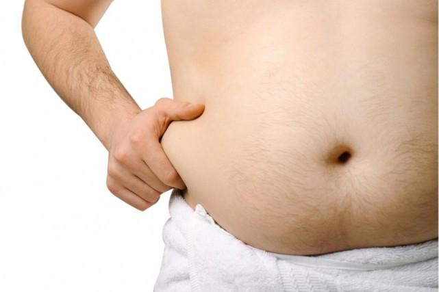 Souffrir d'embonpoint ou d'obésité à n'importe quel moment de la vie adulte... (ISTOCKPHOTO)