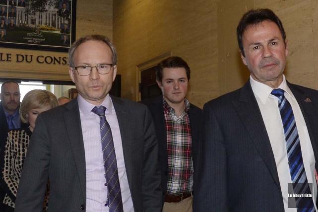 Le ministre Martin Coiteux et le maire de... (Sylvain Mayer, Le Nouvelliste)