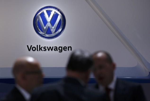 Le constructeur allemand Volkswagen a accepté de verser près de 15 milliards de... (PHOTO DENIS BALIBOUSE, REUTERS)