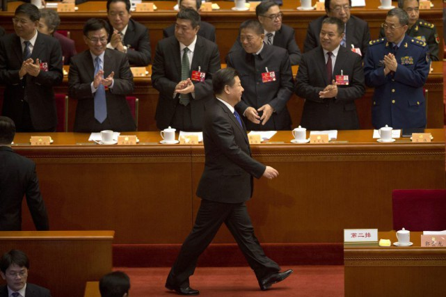 Le premier ministre, Li Keqiang (photo), dans son... (Photo Mark Schiefelbein, AP)