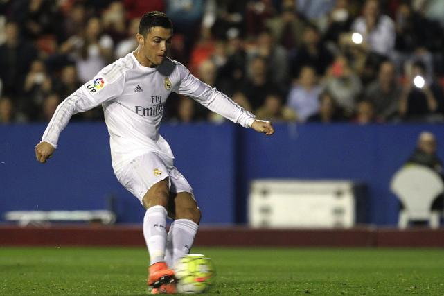 Cristiano Ronaldo... (Photo Heino Kalis, Reuters)