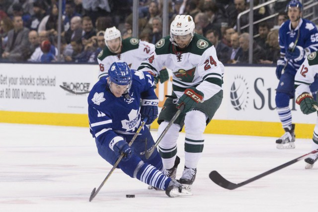 Zach Hyman et Matt Dumba se disputent la... (Photo Chris Young, PC)