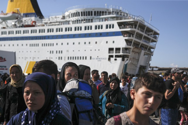 Le transbordeur géantEleftherios Venizelos transporte des migrants au... (PHOTOALKIS KONSTANTINIDIS, ARCHIVES REUTERS)