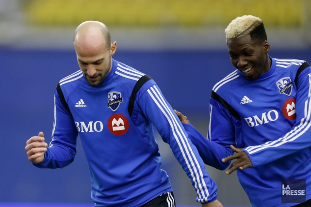Les défenseurs de l'Impact Laurent Ciman et Ambroise... (Photo Olivier Jean, archives La Presse)