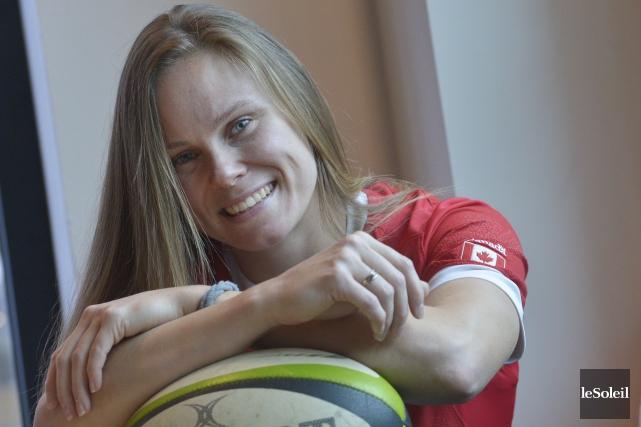 Karen Paquin vit du rugby, à 7 et... (Le Soleil, Jean-Marie Villeneuve)