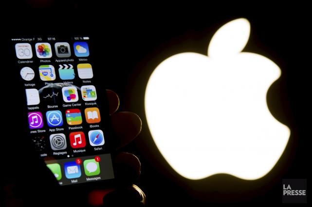 Forcer Apple à se plier à une injonction judiciaire pour qu'il aide le FBI à... (Archives AFP, Philippe Huguen)