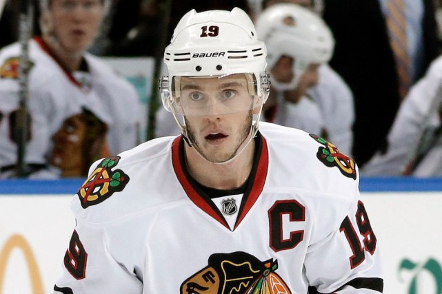 Jonathan Toews et les Blackhawks de Chicago sont... (Archives AP, Chris O'Meara)