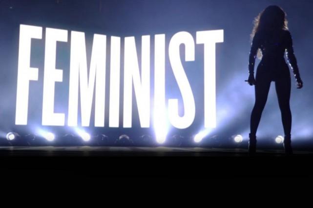Beyoncé a brandi fièrement l'étiquette de féministe en... (Tirée de Twitter)