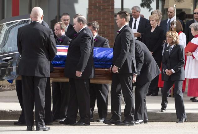 Les funérailles d'État de l'ancien premier ministre conservateur de l'Alberta... (PHOTO LA PRESSE CANADIENNE)