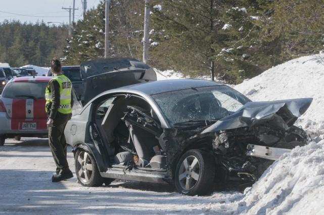 La collision a fait deux blessés mineurs.... (Photo Le Progrès-Dimanche, Michel Tremblay)