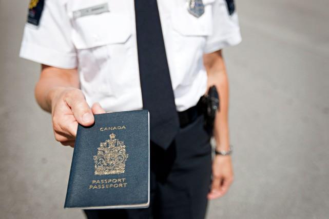 L'an dernier, au moins 13 031 passeports ont... (PHOTO ANNE GAUTHIER, LA PRESSE)