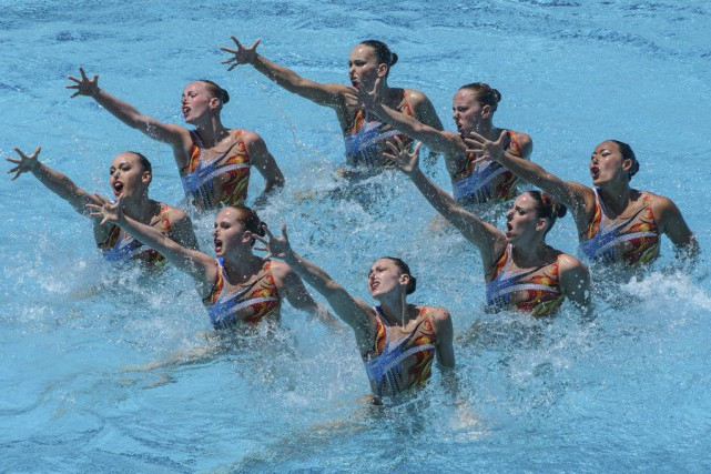 L'équipe formée de Jacqueline Simoneau, Gabriella Brisson, Rebecca... (PHOTO YASUYOSHI CHIBA, AFP)