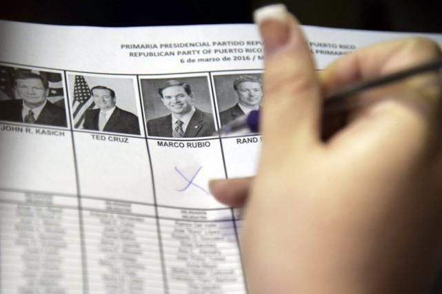 Une électrice porte son choix sur Marco Rubio,... (Photo AP)
