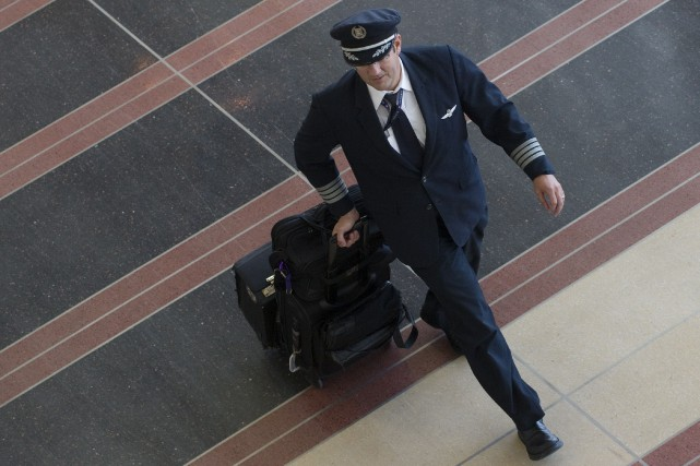 Un pilote de ligne volant sur les vols... (AFP, Saul Loeb)