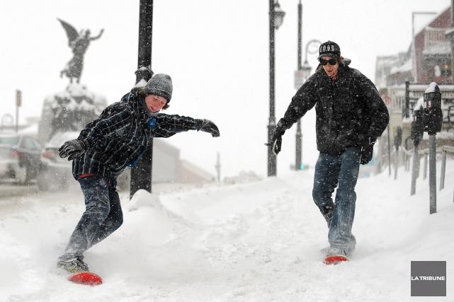 « Viens à Sherbrooke, les trottoirs sont full malades à l'année! » (Archives, La Tribune)