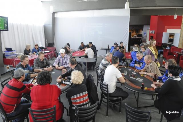C'était la première édition du tournoi de poker... (Photo Le Quotidien, Gimmy Desbiens)