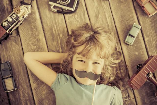 CHRONIQUE / J'ai 7 ans, 8 peut-être, et avec ma cousine, on joue à je ne sais... (123RF)