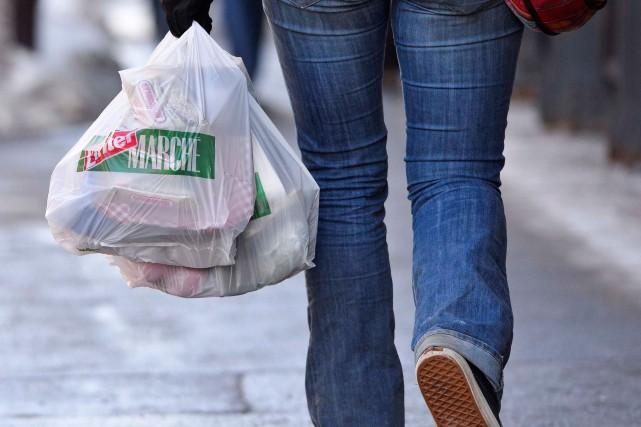 Québec solidaire souhaite bannir l'utilisation des sacs en plastique dans... (Photo Yan Doublet, Le Soleil)