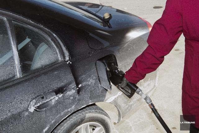 En matière de prix de l'essence, Sherbrooke peut porter le nom de la capitale... (Archives La Tribune)