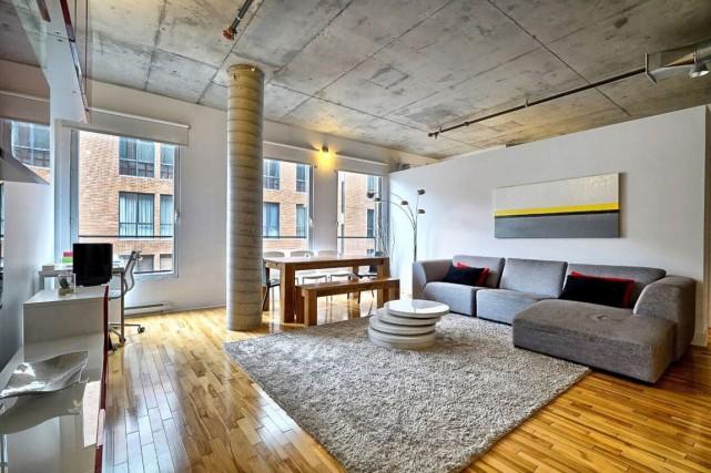 Appartement au 5e étage dans le Vieux-Montréal.... (PHOTO FOURNIE PAR LA COURTIÈRE)