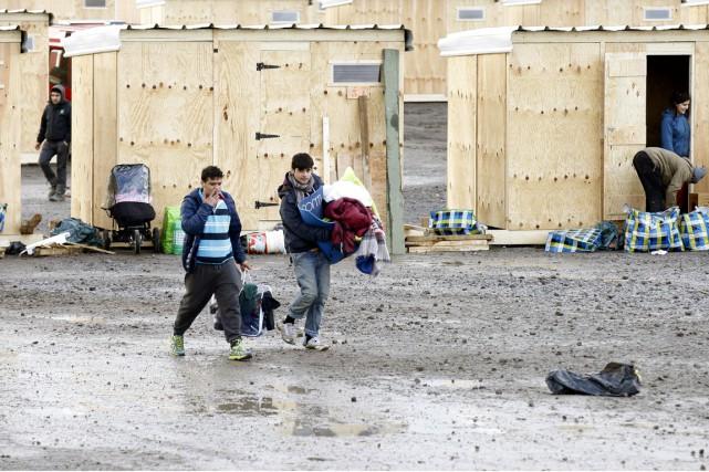 Le nouveau camp monté par MSF est constitué... (PHOTO MICHEL SPINGLER, AP)