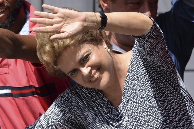 Depuis des mois, DilmaRousseff fait face à une... (PHOTO NELSON ALMEIDA, AFP)