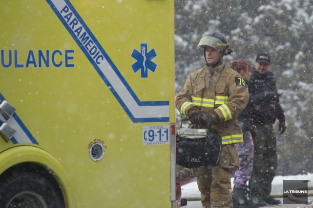Il a fallu prendre certaines précautions à la suite d'un accident de la route... (Archives La Tribune, Julien Chamberland)
