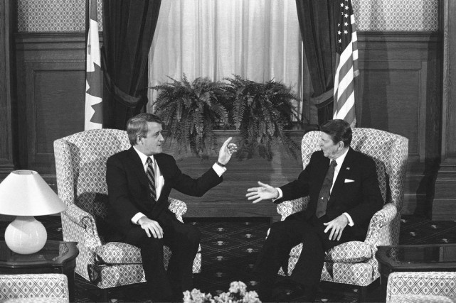 Le premier ministre Brian Mulroney et le président... (PHOTO SCOTT APPLEWHITE, ARCHIVES AP)