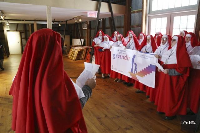 La tournée des nonnes militantes s'est arrêtée à... (Janick Marois, La Voix de l'Est)