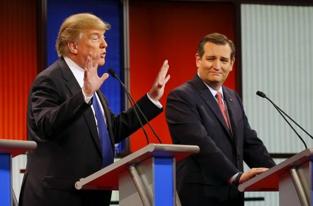 Donald Trump etTed Cruz lors du débat républicain... (AP, Paul Sancya)