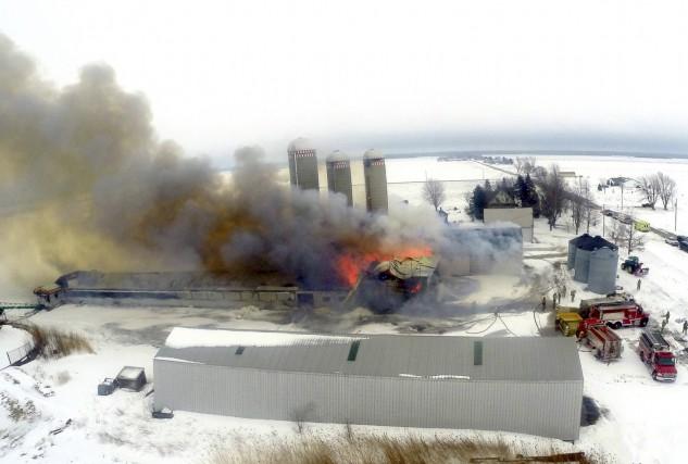 L'incendie de ce bâtiment de ferme du rang... (Collaboration spéciale, Éric Beaupré)