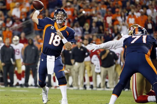 Le quart-arrière Peyton Manning, qui fêtera ses 40... (Associated Press)