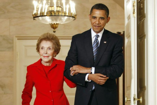 Barack Obama et Nancy Reagan en juin 2009.... (PHOTO KEVIN LAMARQUE, ARCHIVES REUTERS)