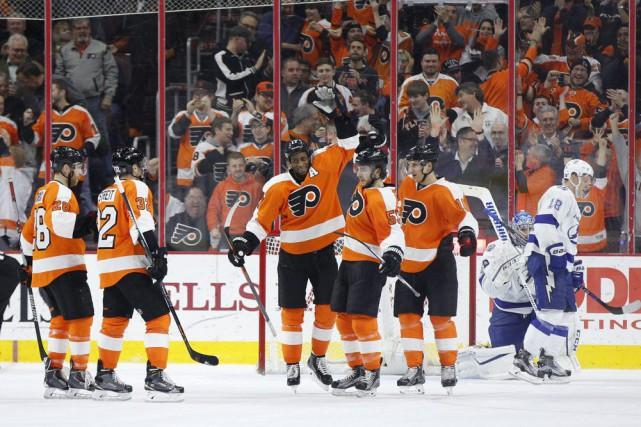 Shayne Gostisbehere a inscrit deux buts et les Flyers de Philadelphie ont pris... (Photo AP)